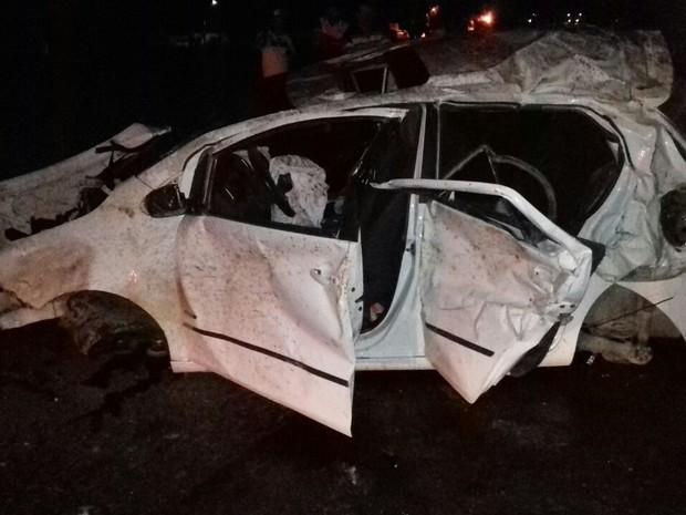 Acidente ocorreu na BR-104, em Caruaru (Foto: Divulgação/PRF)