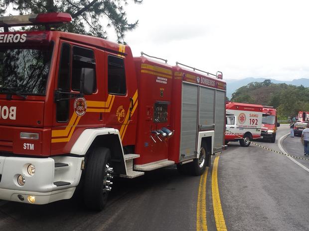 Trânsito ficou bloqueado para socorro das vítimas em Águas Mornas  (Foto: Arcanjo/Divulgação)