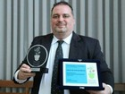 Professor brasileiro voluntário é finalista de concurso de melhor do mundo