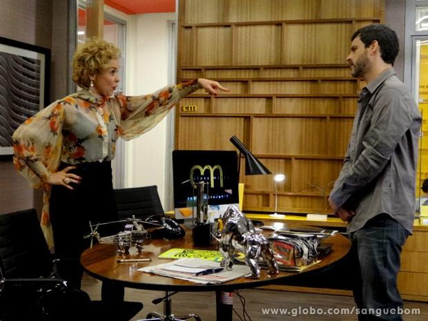 A diva convence Natan a embarcar em seu plano (Foto: Sangue Bom / TV Globo)