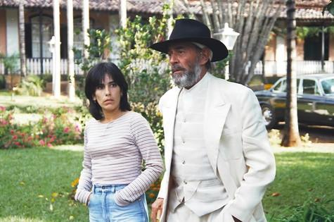 Gloria Pires e Raul Cortez em cena de O Rei do Gado (Foto: TV Globo/Cedoc)