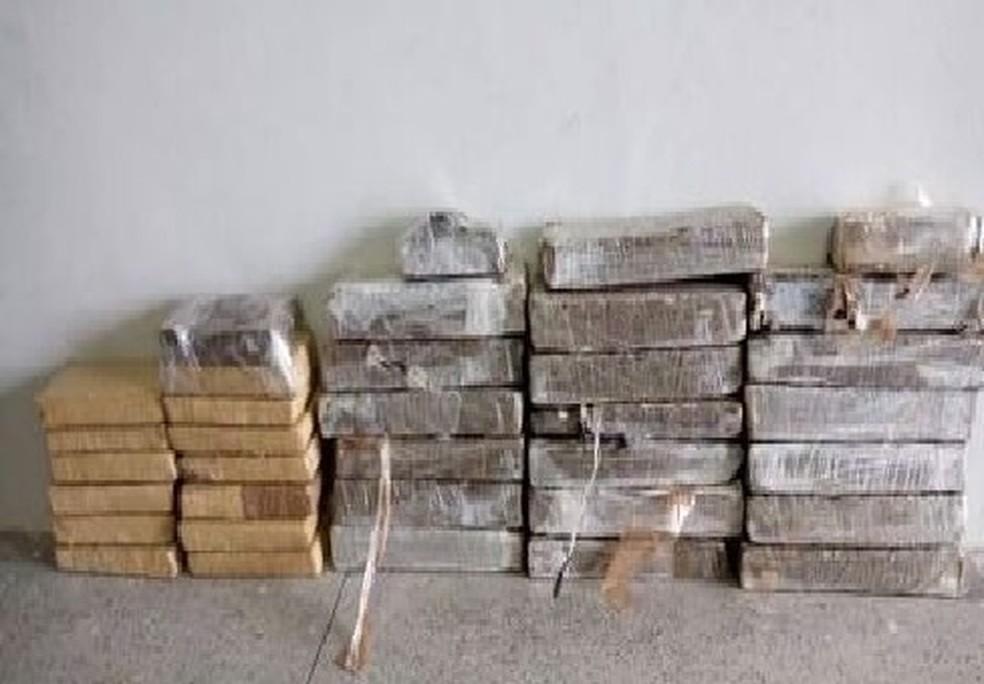 Polícia encontrou 30 quilos de maconha dentro de um carro em Milagres (Foto: SSPDS/Divulgação)