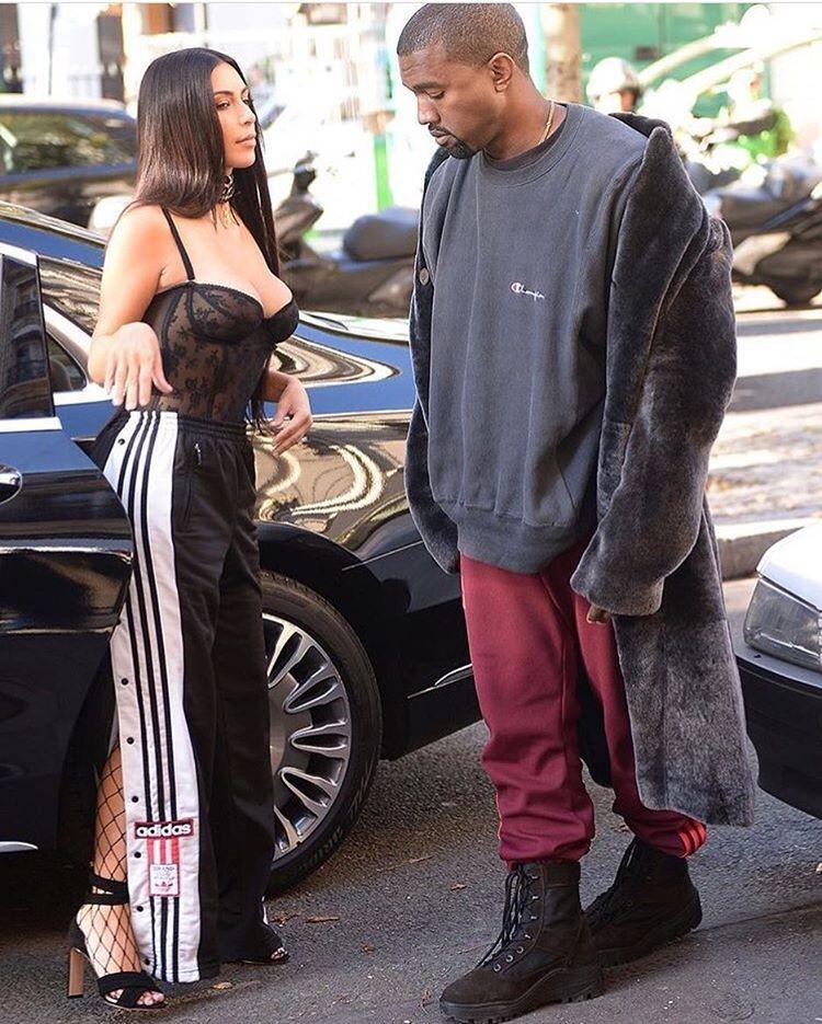 Kanye confere o look (Foto: Reprodução/Instagram)