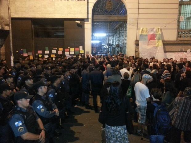 Rio Câmara reintegração de posse polícia (Foto: Leandro Eiró/Agência O Dia/Estadão Conteúdo)