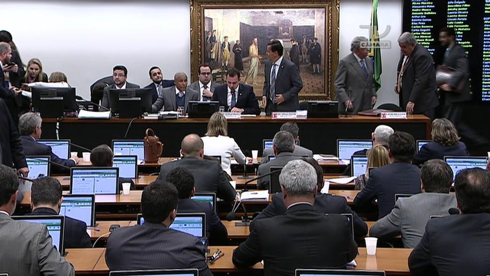 CCJ da Câmara antes de leitura de parecer sobre denúncia contra Temer (Foto: Reprodução/TV Câmara)