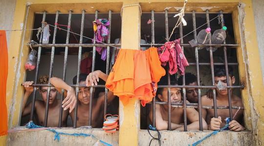 Presos no Complexo Penitenciário de Pedrinhas, no Maranhão. O Brasil tem a quarta maior população carcerária do mundo (Foto: Mario Tama/Getty Images )