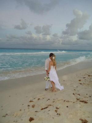 Priscila e Guilherme Strapasson casaram em Cancún, em outubro de 2012 (Foto: Arquivo Pessoal)