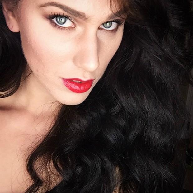 Blogueira famosa descobre ter duas vaginas após fazer exame médico