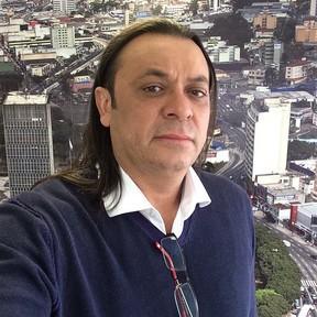Resultado de imagem para Frank Aguiar se envolve em barraco com ex-mulher, diz colunista