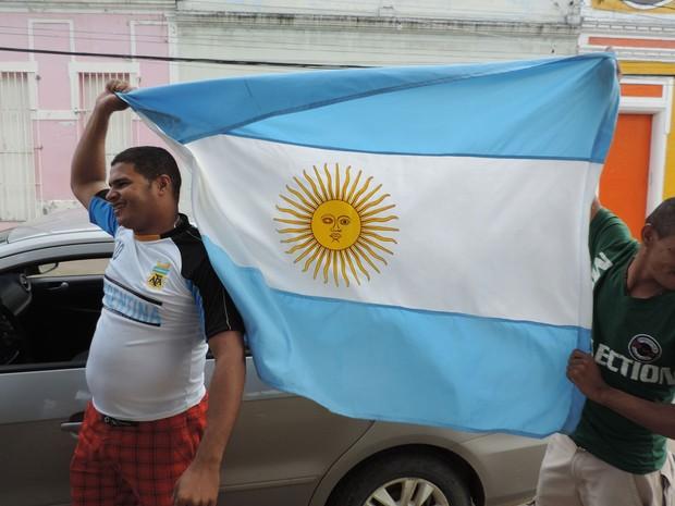 """Rogério Silva gosta da relação entre as duas Buenos Aires. """"Aqui, é Brasil primeiro e depois Argentina. Sou pernambucano e argentino"""", falou. (Foto: Vitor Tavares / G1)"""