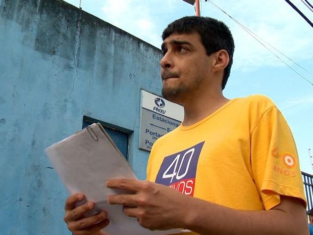 Cláudio chegou a entrar na escola, mas só foi avisado 40 mintos depois (Foto: Reprodução/ TV Gazeta)
