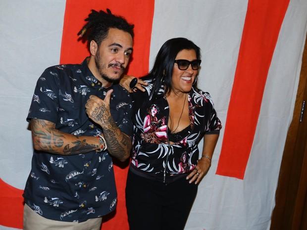 Marcelo D2 e Regina Casé em festa na Zona Sul do Rio (Foto: Marcello Sá Barretto/ Ag. News)