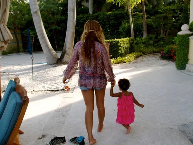 Beyoncé com a filha Blue Ivy (Foto: Reprodução)