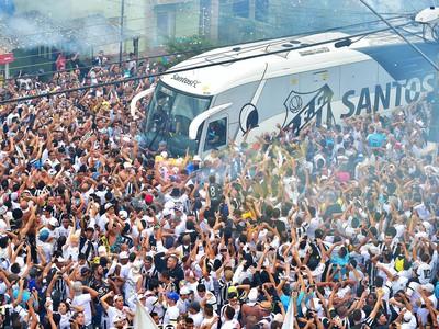 Vila Belmiro - Santos - ônibus (Foto: Marcos Ribolli)