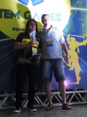 Lineker da Costa recebe troféu pelo segundo lugar  (Foto: Wilton Tormena/G1)