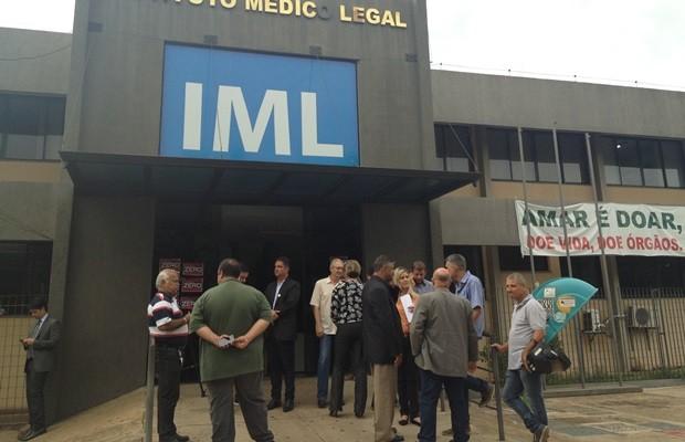 Representantes dos sindicatos se reuniram no IML, em Goiânia, para anciar fim da paralisação (Foto: Vitor Santana/G1)