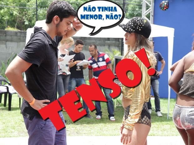 Xi, vai dar ruim! Será que o cara vai dar uma de controlador, hein? (Foto: Malhação / TV Globo)