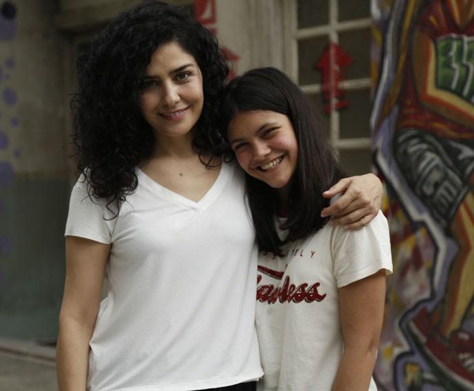 Letícia Sabatella e Joana Cardoso são mãe e filha em 'Malhação' (Foto: Raphael Dias/Gshow)