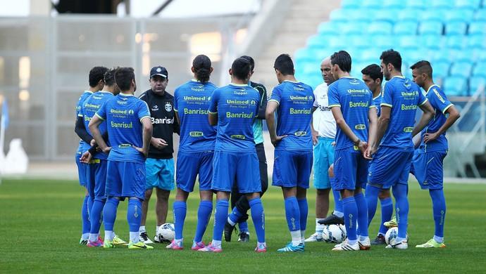 Enderson conversa com jogadores no último treino antes do jogo (Foto: Lucas Uebel/Grêmio)