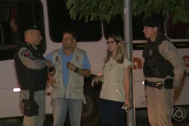 Repórter da TV Paraíba é assaltada durante matéria (Foto: Reprodução/TV Cabo Branco)