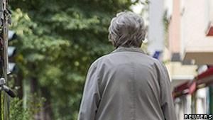 Alzheimer é uma doença cada vez mais comum em idosos (Foto: Reuters/BBC)