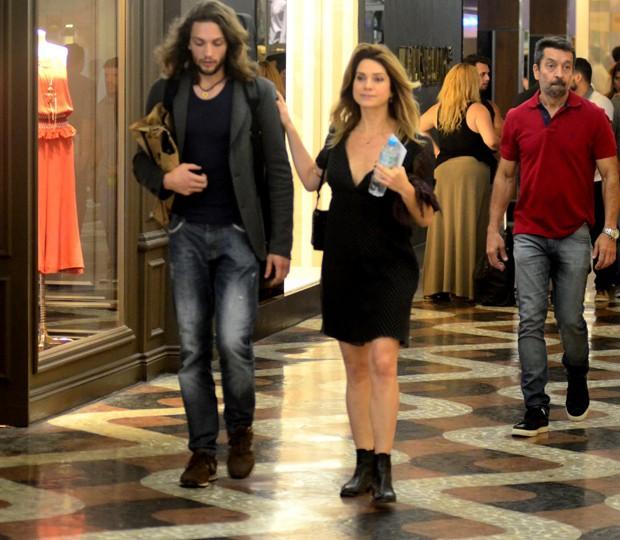 Letícia Spiller e novo namorado (Foto: Webert Belizio/AgNews)