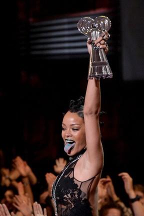 Rihanna em prêmio em Los Angeles, nos Estados Unidos (Foto: Kevin Winter/ Getty Images)