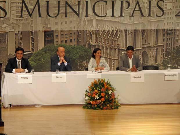 Quatro candidatos participam de evento organizado pela Igreja Católica (Foto: Roney Domingos/G1)