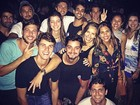 Bruno Gissoni e Yanna Lavigne vão à festa no Rio