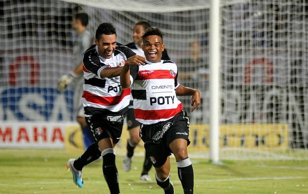 Carlinhos Bala e Luciano Henrique - Santa Cruz (Foto: Aldo Carneiro)