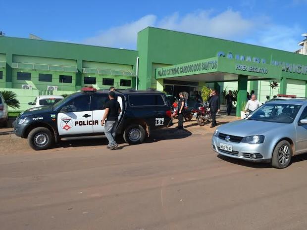 Oito pessoas acusadas de crimes em obras públicas da prefeitura de Cacoal (RO) foram presas na manhã desta sexta, 8, por meio da Operação Detalhe (Foto: Magda Oliveira/G1)