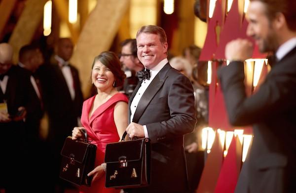 Brian Cullinan e Martha Ruiz, os dois auditores responsabilizados pela confusão no final do Oscar 2017 (Foto: Getty Images)