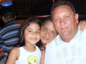 Maria Julia com os pais de criação (Foto: Arquivo Pessoal)