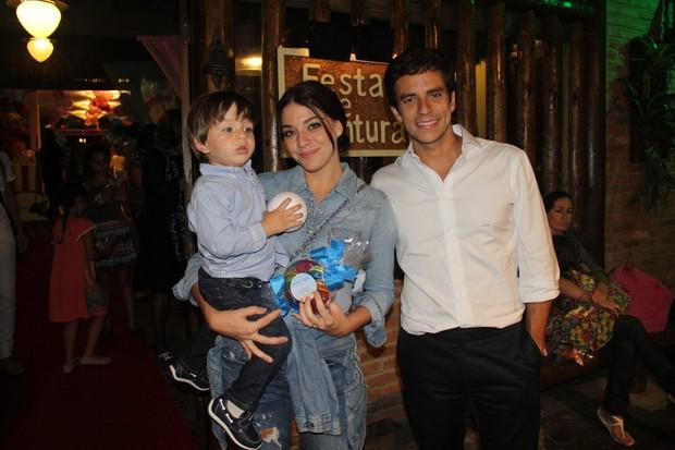 Luma Costa, Leonardo Martins e o pequeno Antônio (Foto: Rogerio Fidalgo/AgNews)