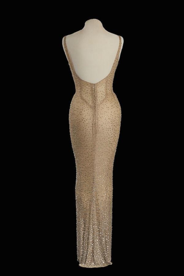 O vestido de Marilyn Monroe leiloado em Los Angeles (Foto: Reprodução)
