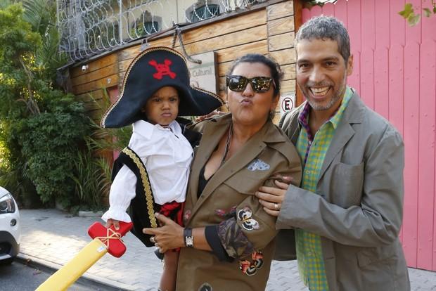 Regina Casé e Estevão Ciavatta com o filho (Foto: Felipe Assumpção/Agnews)