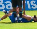 Douglas leva pancada no joelho e deixa o treino do Grêmio carregado