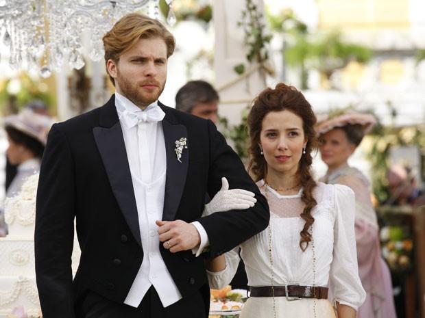 Marjorie Estiano e Thiago Fragoso fazem casal romântico na nova novela das seis