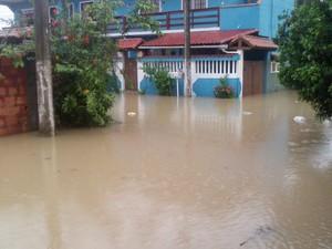 Chuva em Rio das Ostras (Foto: Paula Silva/Arquivo pessoal)
