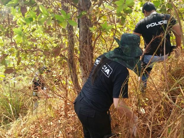 Policiais localizaram ossada com a ajuda de autor de assassinato (Foto: Assessoria/ Polícia Civil-MT)