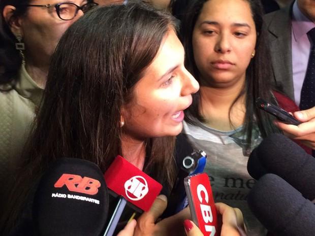 Não quebramos nada de dentro dessa casa, diz Nayara Souza, do diretório central da Fatec (Foto: Livia Machado/G1)