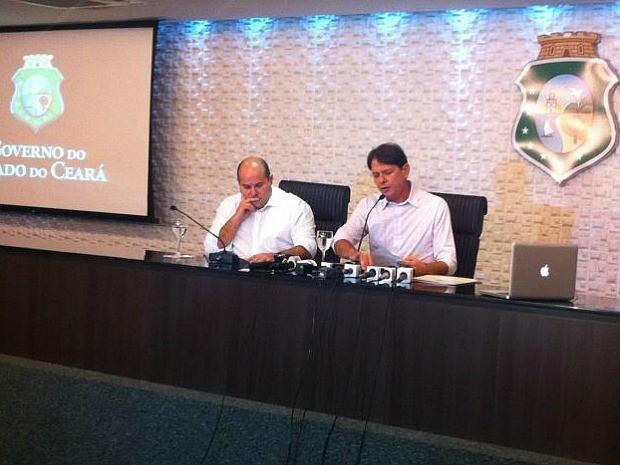 Governador fez o anúncio ao lado do prefeito eleito de Fortaleza, Roberto Claudio (Foto: Governo do estado/Divulgação)