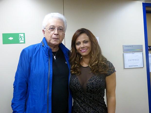 Aguinaldo Silva posa ao lado da intérprete de Naná, Viviane Araújo (Foto: Raphael Dias/Gshow)