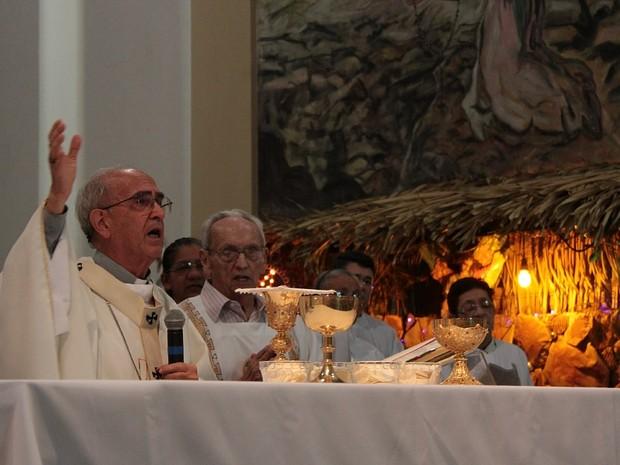 O nascimento do Salvador, Jesus Cristo, foi celebrado durante a missa (Foto: Mônica Dias/G1 AM)
