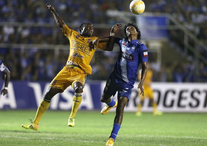 Narvaez e Guerron, Emelec x Tigres, Libertadores (Foto: AP)