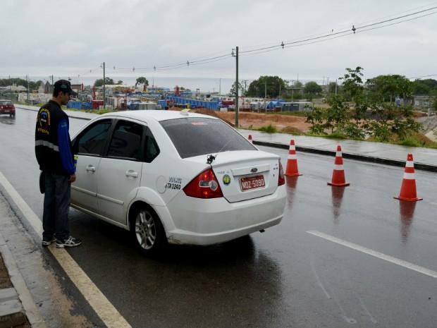 Mais de três mil carros devem deixar Manaus pela ponte sobre Rio Negro (Foto: Abinoan Santiago/AM)