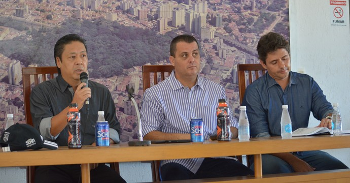 Gustavo Bueno, Hélio Kazuo, Cristiano Nunes, diretoria Ponte (Foto: Heitor Esmeriz)