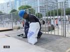 Operários montam os palcos para shows no Réveillon de Copacabana