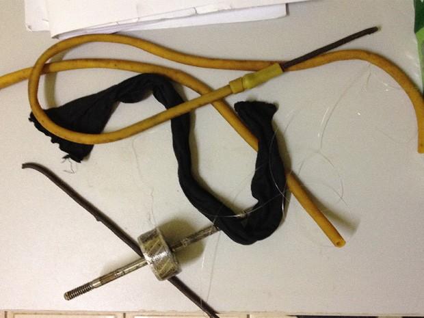 Polícia apreendeu armas brancas e instrumentos que foram utilizados para serrar as celas (Foto: Divulgação)