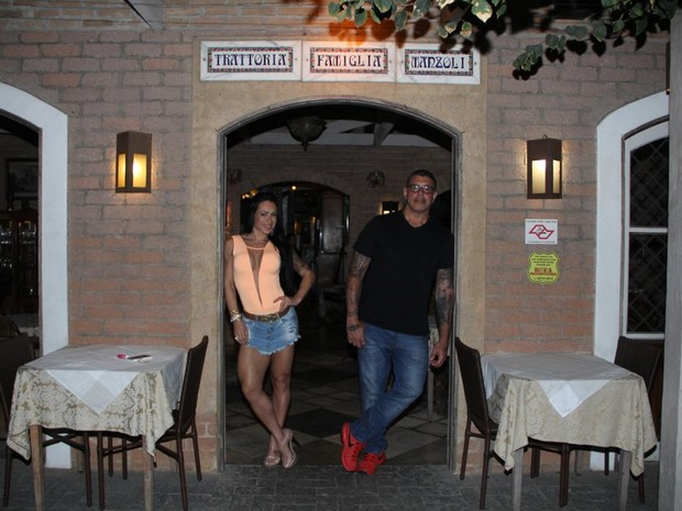 Alexandre Frota e Fabi Frota em restaurante em São Paulo (Foto: Rodrigo dos Anjos/ Ag. News)